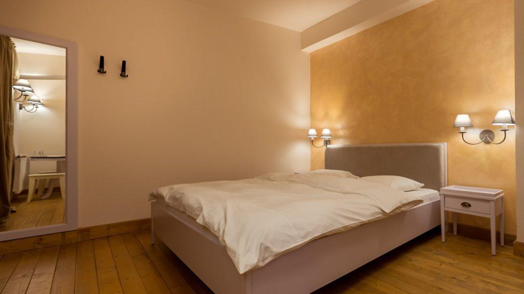 Lampilor Room